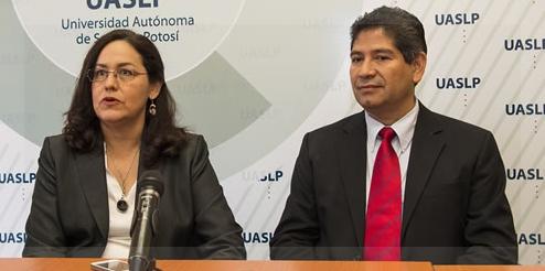 María Esther Jiménez Cataño e Ildefonso Rodríguez Leyva en la conferencia de prensa que brindaron el 2 de julio. Foto oficial.
