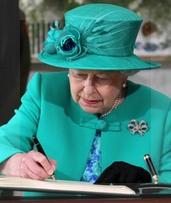En poco más de sesenta años, se quintuplicó la cantidad de británicos centenarios que reciben el saludo de la Reina Isabel.